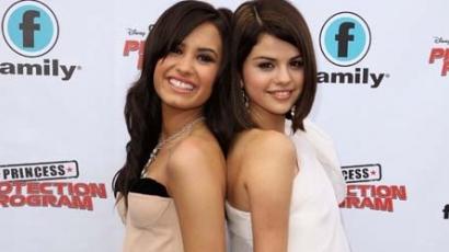 Könyv készült Demi és Selena barátságáról