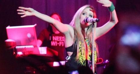 Avril Lavigne kiadót váltott