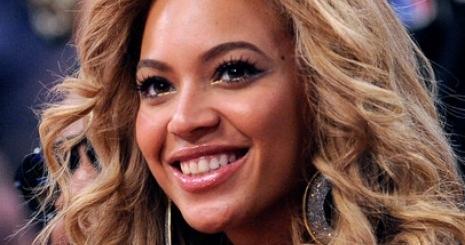 Beyoncé új parfümmel rukkol élő