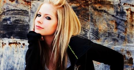 Cipőket fog piacra dobni Avril Lavigne