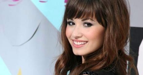 Demi Lovato vörösen hódít