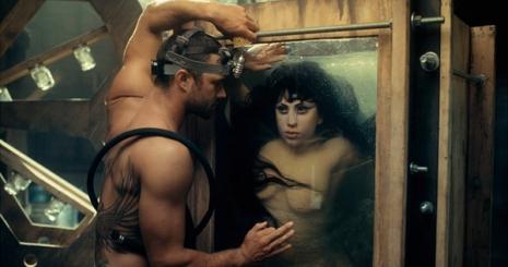 Lady Gaga sellőként szexel új klipjében