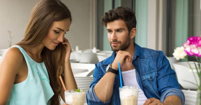 Hogyan kell viselkedni, ha randizunk egy idősebb nővel