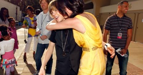 Justin Biebert dobta Selena Gomez