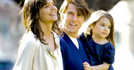 Könyvet ír Tom Cruise ötéves lánya