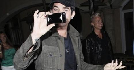 Lambert a paparazzóknak adott leckét