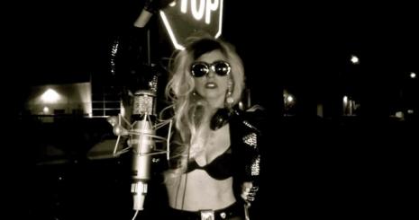 Megjelent a Born This Way akusztikus verziója