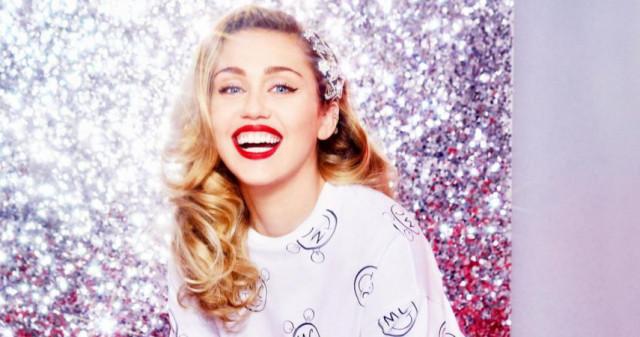 6ad18e10574f Megjelent Miley Cyrus Converse kollekciója – Magyarországon is kapható! -  Starity.hu