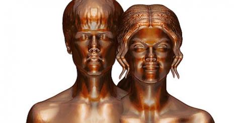 Meztelen szobor készült Bieberékről