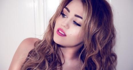 Miley Cyrus dohányzással sokkolta rajongóit!