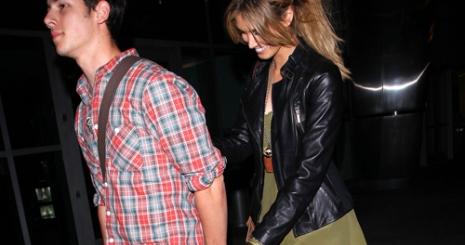 Nick Jonas és Delta Goodrem egy pár?