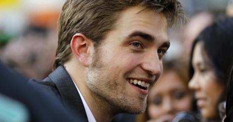 Robert Pattinson randira ment rajongójával