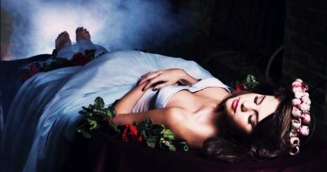 Selena Gomez mint mesehős