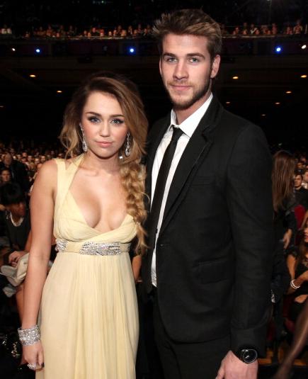 Ki Liam hemsworth most 2014-ben? polyamory randevú edmonton