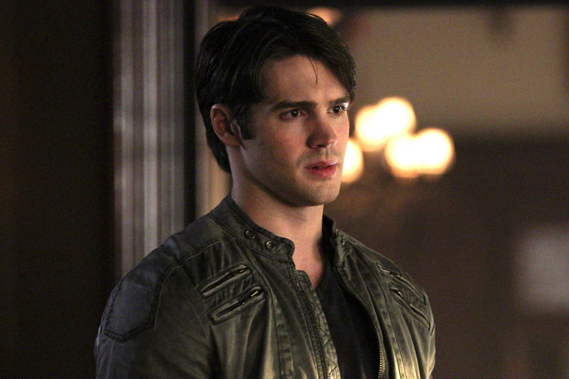 mikor kezd Elena és Damon randevúzni? csodálatos verseny nyertesek 2015 randevú