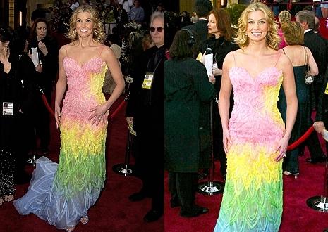 ... Versacéval nem lehet hibázni  Faith a 2002-es Oscar-gálán ebben a  szivárványszínű dresszben jelent meg 5e722dfadd