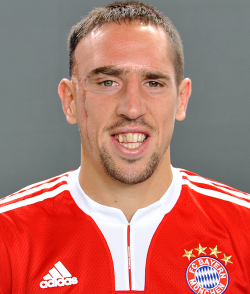 Franck Ribéry earned a 17 million dollar salary, leaving the net worth at 60 million in 2017
